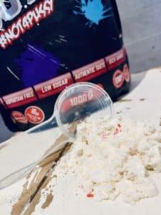 Mit pflanzlichen Lebensmittelkonzentraten gefärbte Zuckerstreusel beim Whey von BPS-Pharma in Donut Vanille Butter